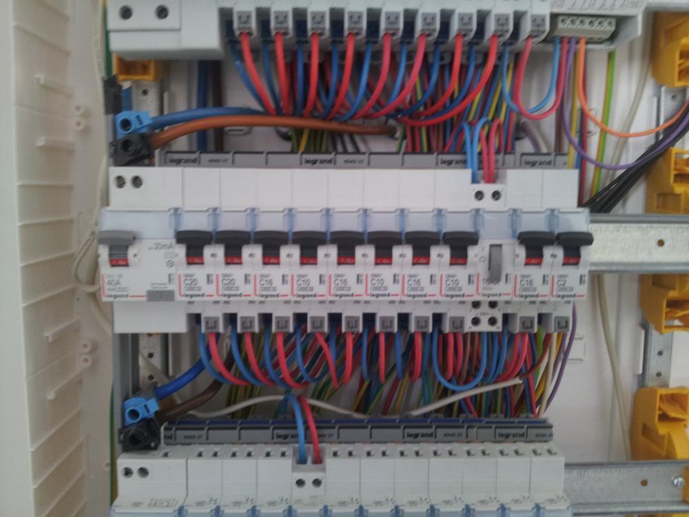 Confiez vos travaux d 39 lectricit sp batiment devis for Installation electrique maison